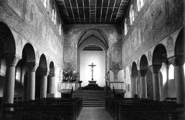 Eglise saint Georges d'Oberzell sur l'île de la Reichenau, lac de Constance. Vue de l'intérieur vers le chœur.