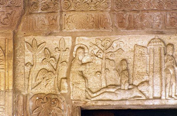 Andlau, abbatiale sainte Richarde: frise sculptée du massif occidental. Création d'Eve
