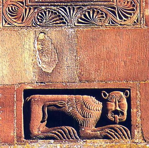 Marmoutier: relief de la façade