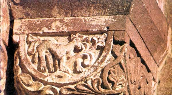 Murbach: chapiteau du portail Sud: le renard dévorant les raisins
