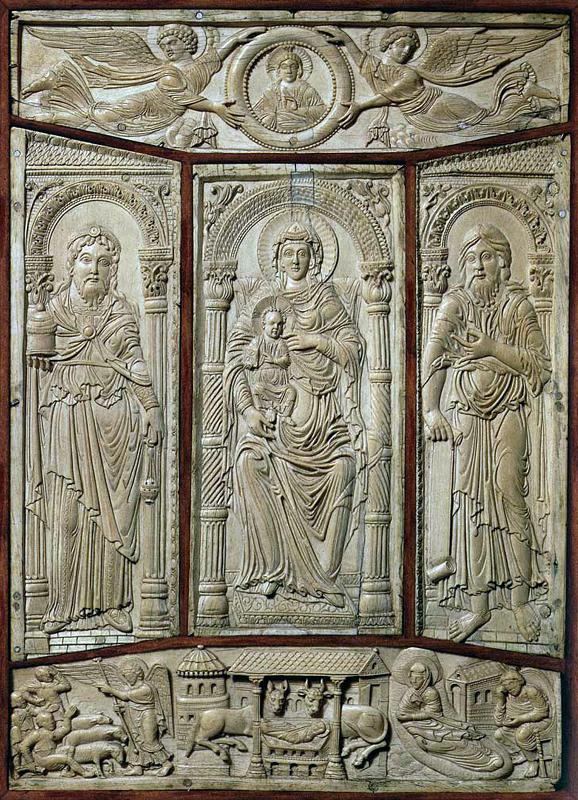 Evangéliaire de Lorsch: plat antérieur de la reliure: personnages religieux entourant une vierge à l'enfant. Ivoire. Ecole du palais de Charlemagne, vers 830