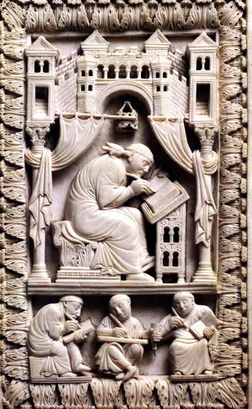 Grégoire le Grand avec la colombe du saint Esprit dictant; trois moines copistes. Couverture d'un Sacramentaire saxon perdu. Vers 875. Vienne, Kunsthistorisches Museum