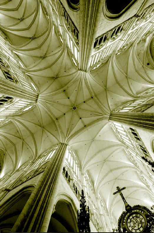 Amiens, la cathédrale. Les voûtes à la croisée du transept