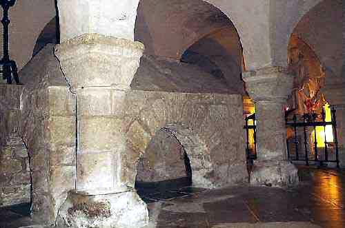 Abbatiale de Noirmoutier en l'île: la crypte mérovingienne d'Hermoutier