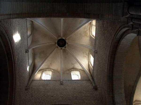 Saint Martin de Boscherville: l'abbatiale Saint Georges. La croisée du transept