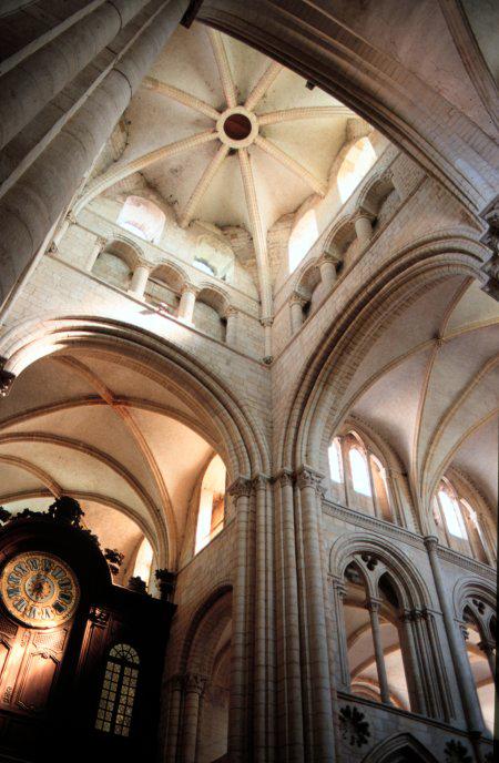 Caen, abbaye saint Etienne ou «abbaye aux Hommes». Croisée du transept