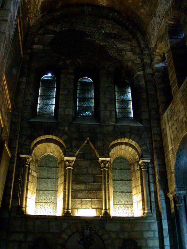 Clermont Ferrand: Notre Dame du Port: le bras sud du transept