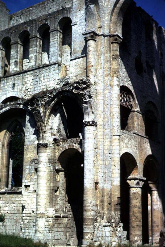 Jumièges (Seine Maritime): abbatiale Notre Dame. Elévation de la croisée
