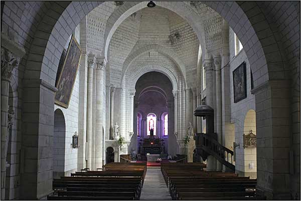 Loches (Indre et Loire): Saint Ours, ancienne collégiale Notre-Dame. La nef et ses coupoles de «dubes».