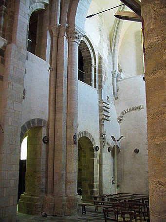 Neuvy-Saint-Sépulcre (Indre): la basilique. La nef