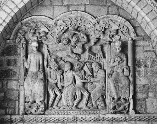Souillac (Lot): abbatiale sainte Marie: portail intérieur, tympan: légende de Théophile avec saint Pierre et saint Benoît.