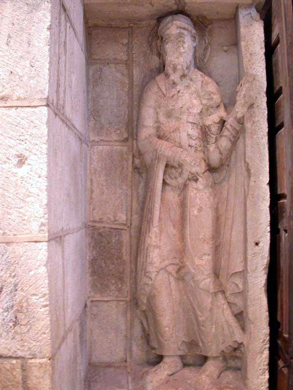 Souillac (Lot): abbatiale sainte Marie: portail intérieur, piédroit du portail: saint Joseph
