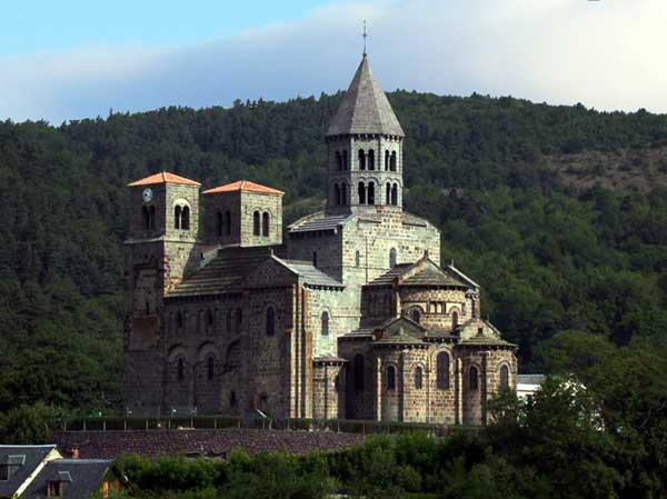 Saint Nectaire: vue générale de l'église du prieuré