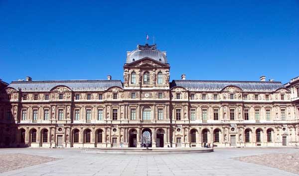 Paris: le Louvre: pavillon de l'Horloge