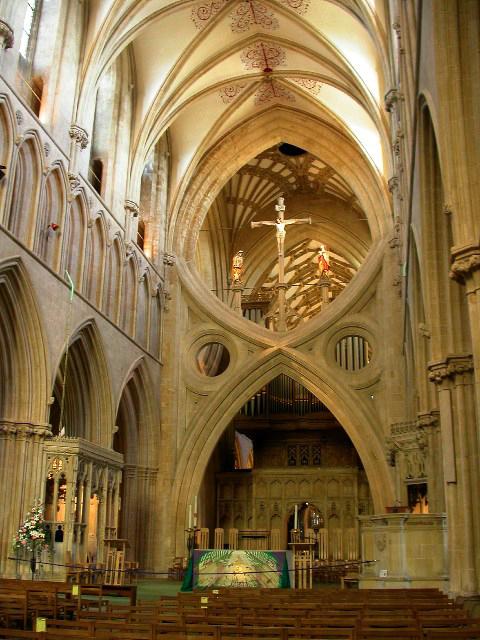 Cathédrale de Wells: le célèbre arc triomphal