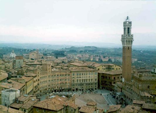 Sienne: le Palazzo Pubblico et la ville