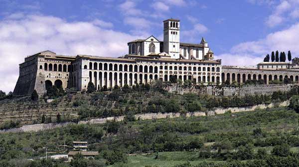 Giotto : Vue de l'église Saint François realisée en 1228. Assise, couvent Saint François