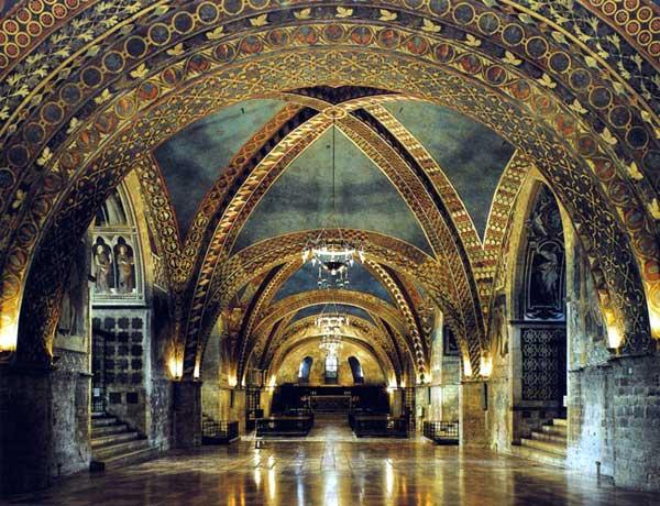 Giotto : Eglise inférieure Saint François d'Assise: vue depuis l'ouest sur le chœur