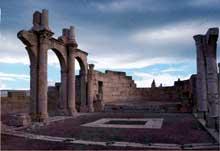 Tébessa en Algérie, l'ancienne Théveste romaine: la basilique paléochrétienne du IVè siècle. Nef centrale et abside
