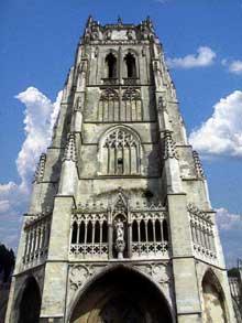 Tongres, la cathédrale Notre Dame. La tour de façade