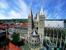 Tournai: la cathédrale est un mélange de style roman et gothique
