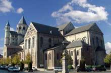 Nivelles: église sainte Gertrude consacrée en 1046. Vue générale. Art ottonien