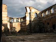 Constantinople: église Saint Jean Stoudios, de 463, détruite par un séisme en 1894 après avoir été transformée en mosquée. L'abside