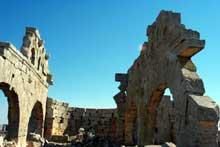 Syrie du nord: ruines de l'église Nord de Brad, Vè