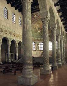 Ravenne: saint Apollinaire in Classe. Nef, abside et bas côté