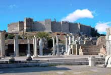 Ephèse: ruines de l'église saint Jean le Théologien au premier plan.