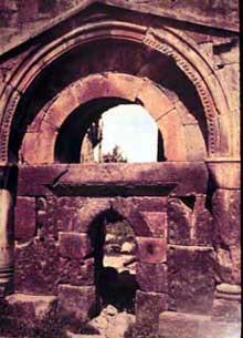 Avan (quartier d'Erevan): l'octogone (591-609): la porte