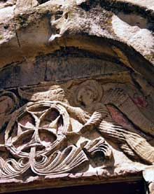 Jvari en Géorgie à Mtskheta: le monastère. Le tympan