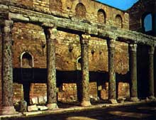 Monastère du Stoudion: église saint Jean Baptiste. Vers 463. Ne subsiste que la rangée de colonnes