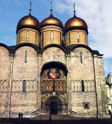 Moscou: cathédrale de la Dormition. Construite sur le modèle de la Dormition de Vladimir entre 1472 et 1500 par Ridolfo Fioravanti de Bologne sur ordre d'IvanIII.