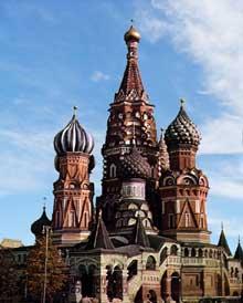 Moscou: église du Bienheureux Basile (1554-1560) par Barma et Postnice sous le règne d'Ovan IV le Terrible en commémoration des victoires de Kazan et Astrakhan