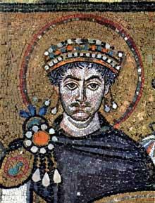 Ravenne, saint Vital: l'empereur Justinien. Détail de la grande mosaïque de la cour. Avant 547