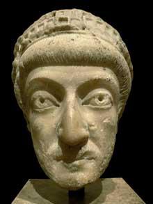 Tête de Théodose II (408-450). Paris, Musée du Louvre