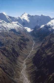 Le Rheinwaldhorn (3402m) et la vallée du Hinterrhein
