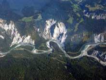 Tomassee: le Vorderrhein forme un superbe canyon dans les Alpes des Grisons
