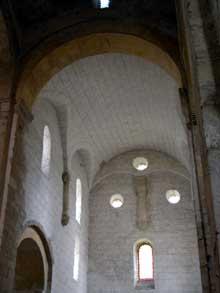 Romainmôtier: bras du transept de l'abbatiale