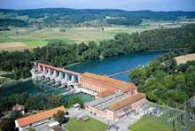 Le Rhin à Eglisau (canton de Zurich): la centrale sur le Rhin