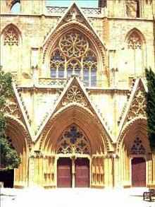 Famagouste, île de Chypre. L'ancienne cathédrale saint Nicolas, transformée en mosquée Pacha Lala Mustafa. La façade