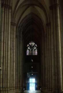 Cologne, le Dôme. Bas côté
