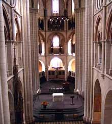Limbourg sur Lahn: le dôme. Nef gothique et chœur roman