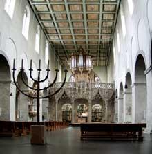 L'abbatiale saint Pantaléon de Cologne. L'intérieur. 866-980