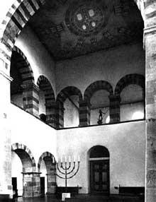 L'abbatiale saint Pantaléon de Cologne. L'intérieur: le Westwerk. 866-980