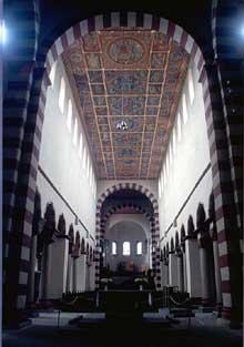 Hildesheim: l'église saint Michel. 1010-1020. La nef