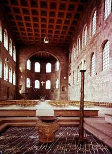 Trèves: la basilique construite sous l'empereur Constantin pour servir de salle de justice et de bourse. Vue générale
