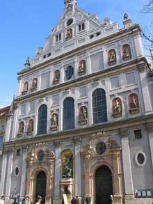 Munich: la façade de l'église saint Michel