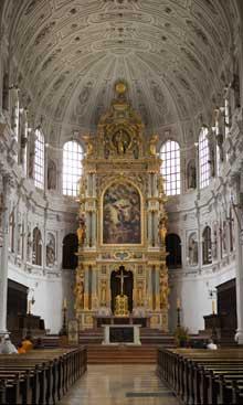 Munich: la façade de l'église saint Michel. L'intérieur